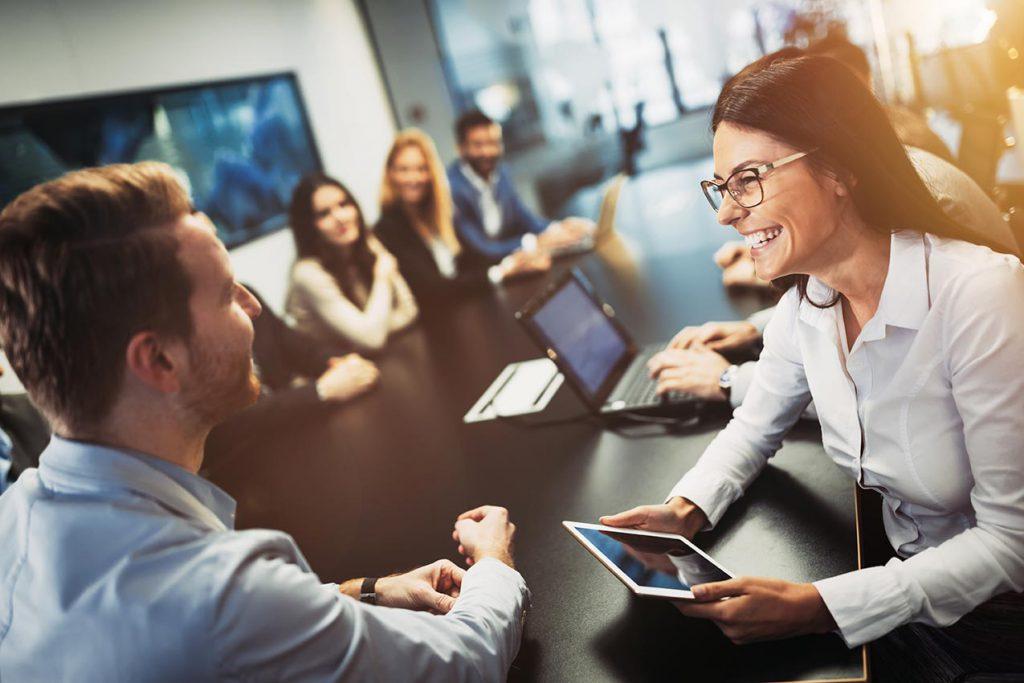 Team-Runde zur Geschäftsstrategie in einer Regionalbank