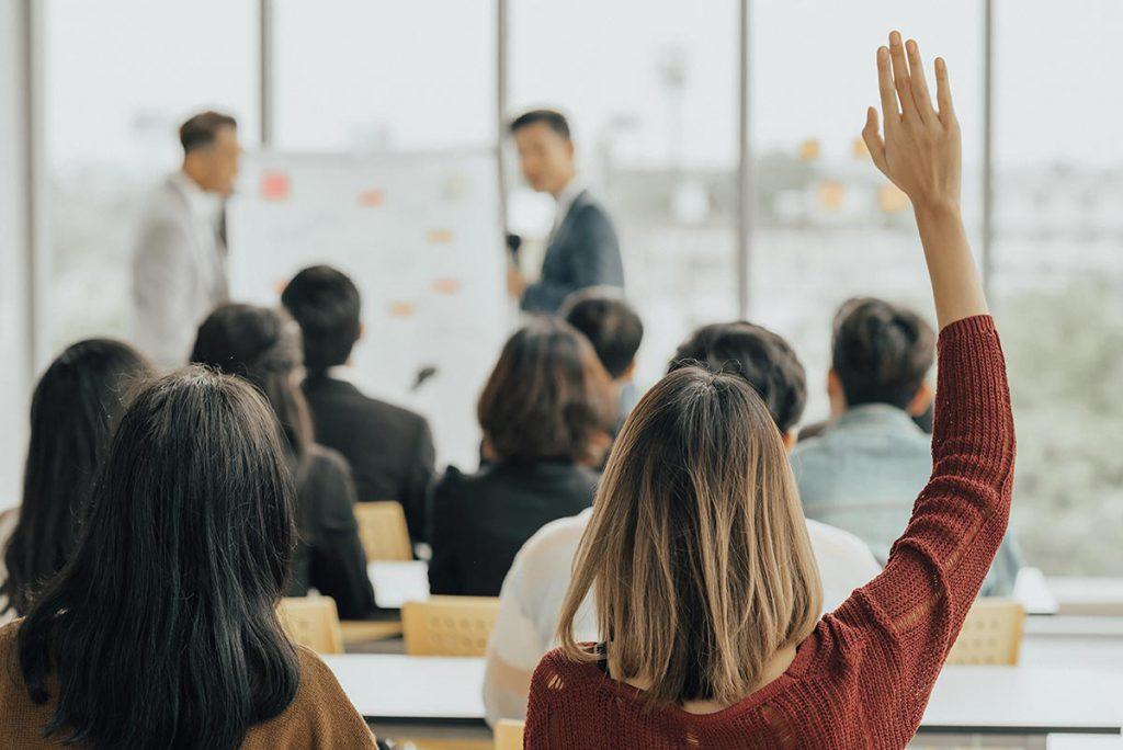 Training für Servicekräfte und Führungskräfte in einer Regionalbank